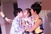 Con trai Trương Quỳnh Anh hôn dỗ dành con gái Xuân Lan