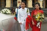 Chế Phong nâng tà áo cưới cho Thanh Thanh Hiền