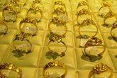 Giá vàng, USD tiếp tục tăng mạnh