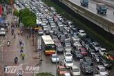 Tắc đường khủng khiếp ở Hà Nội vì nhường đường cho công trường thi công