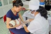 Trẻ mắc bệnh vì phụ huynh chê vắc xin miễn phí