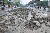 Hà Nội: Đường Nguyễn Trãi ngập trong bùn đất