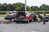 Tai nạn thảm khốc: Siêu xe bị đâm nát, cô dâu nguy kịch