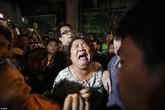 Người thân gào khóc, hoảng loạn chờ tin nạn nhân trong vụ nổ kinh hoàng