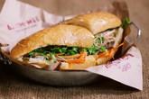Cơn sốt bánh mỳ kẹp 'sang chảnh' ở Hà Nội