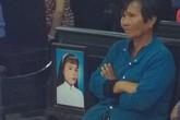 Mẹ nạn nhân đòi giết kẻ sát hại con gái trước tòa