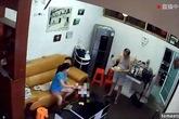 """Lắp camera, phát hiện sự thật """"động trời"""" giữa cha và người giúp việc"""