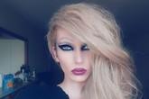 Chàng trai biến thành phụ nữ sau 60 giây make up