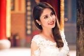 Bà xã Phan Thanh Bình e ấp trong tà áo dài