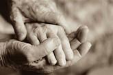 Người chồng yêu đơn phương vợ suốt 50 năm