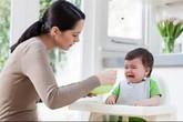 Ép con ăn hết – mẹ mừng hay lo?