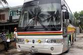 Dùng xe mang biển số Lào chở gỗ trái phép
