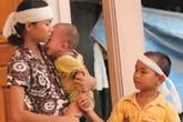 Thắt lòng trước cảnh ba đứa trẻ khóc sau quan tài bố mẹ