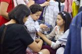 Trương Quỳnh Anh đưa con đi hội chợ sau ly thân Tim