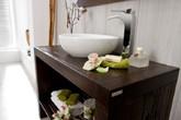 Mang thiên nhiên vào phòng tắm với nội thất gỗ