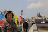 Nhà văn nữ Nhật Bản cảm phục đức hy sinh của các Mẹ Việt Nam Anh hùng