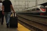 Vợ co quắp trong vali để chồng đưa ra nước ngoài