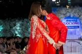 Vợ chồng Phan Thanh Bình khóa môi trên sàn catwalk