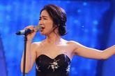 Hòa Minzy mặc váy quây, lộ hình xăm tên Công Phương ngay trên sóng truyền hình