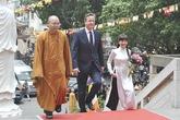 Vợ Bình Minh hồi hộp đón tiếp Thủ tướng Anh