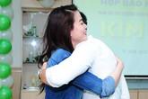 Kim Lý ôm chặt Trương Ngọc Ánh vì bất ngờ được bạn gái đến chúc mừng