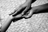 Cảm phục tình yêu của người mẹ mỗi ngày vượt 160 km đưa con lên Sài Gòn học