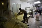 Kinh sợ cơ sở sản xuất mì siêu bẩn của Trung Quốc