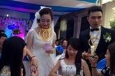 Cô dâu, chú rể đeo đầy vàng trong đám cưới 'khủng' là ai?