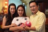 Vợ chồng Trịnh Kim Chi làm đầy tháng con gái