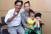 Thương Tín lần đầu xuất hiện cùng vợ con
