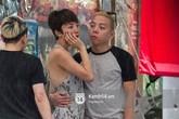 Tóc Tiên - Hoàng Touliver không ngại thân mật trên phố