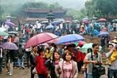 Dòng người đội mưa, chen chúc, xô đẩy trảy Hội chùa Hương