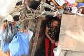 """Cảnh sống khó tin của cặp vợ chồng ở """"ngôi nhà"""" cao hơn 1m tại Hà Nội"""