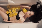 Quỳnh Nga khoe dáng táo bạo với nội y