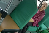 Bà cụ một mình đi xe buýt tìm cháu