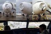 Máy bay móp đầu vì sét và mưa đá