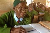 90 tuổi, cụ bà vẫn ngày ngày cắp sách đến trường cùng 6 chắt
