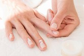 Dấu hiệu bệnh từ móng tay bị mủn