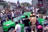 Cảnh sát giao thông truy đuổi taxi vi phạm trên phố