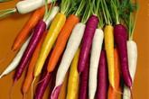 Khách Sài Gòn săn giống cà rốt 7 màu, súp lơ tím làm cảnh