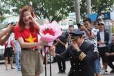 Màn cầu hôn cực lãng mạn của ông trùm hoa hậu với cô tiếp viên hàng không