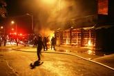 Hà Nam: Chợ Phủ Lý cháy dữ dội trong đêm