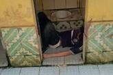 Hà Nội: Người đàn ông chết bất thường trong nhà vệ sinh công cộng