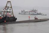 Những hình ảnh nhói lòng về toàn cảnh vụ chìm tàu chở 458 người