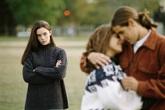 Chồng mất hồn khi gặp lại tình cũ