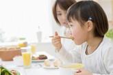 4 sai lầm khi ăn cơm cực có hại cho sức khỏe
