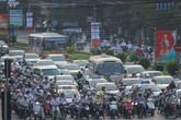 Mất tiền tỷ vì ùn tắc giao thông: Sao không được kiện?