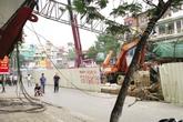 Hà Nội: Phản ứng lạ của người dân sau vụ sập cần cẩu