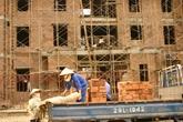 Người mua nhà lo giá tăng vì phí bảo lãnh