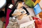 Sạc điện thoại trên giường khi ngủ, tăng nguy cơ béo phì